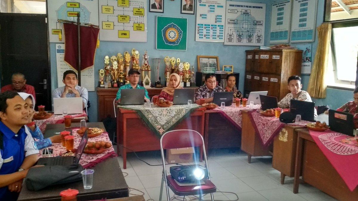 Pelatihan Optimalisasi Website Desa yang didampingu oleh Tim PUSPINDES Kab. Pemalang